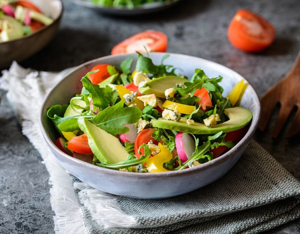 Salad with avocado, radish and cheese