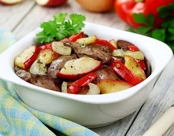 Chicken liver with apples and wine
